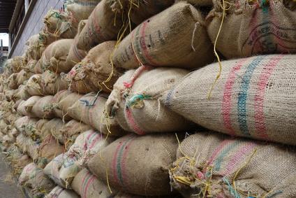 Gestapelte Kaffeescke in Kolumbien