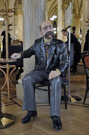 Peter_altenberg_central_Andreas Faessler_Wikipedia.jpg