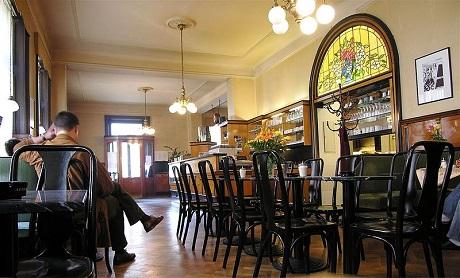800px-Wiener_Cafe_2007_Wieden